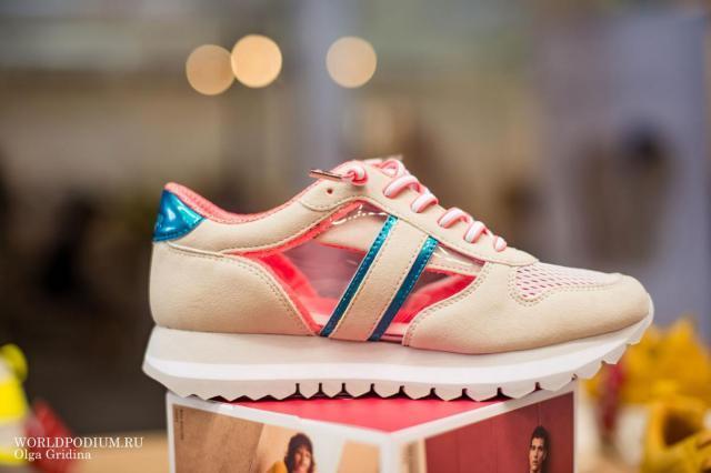 Массивные кроссовки: 7 «невесомых» моделей