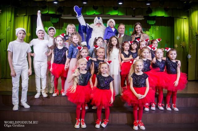 Детский музыкальный театр «Домисолька» поздравляет с Новым годом и сам принимает поздравления!