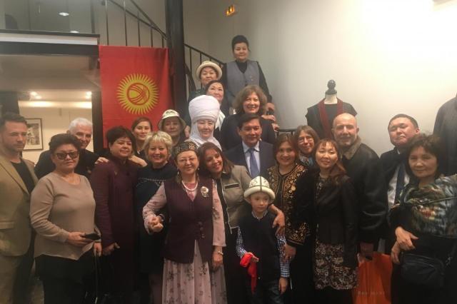 В Париже открылась выставка кыргызских костюмов