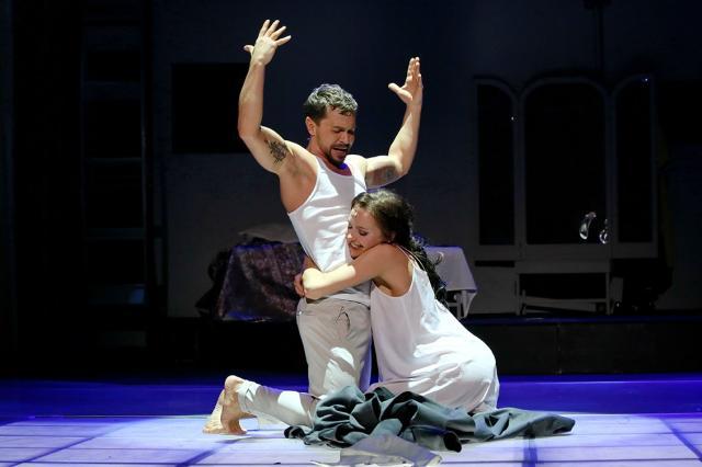 Есть ли лекарство от ревности? Неподражаемый Павел Деревянко и очаровательная Юлия Хлынина в блистательном спектакле «Великолепный рогоносец»