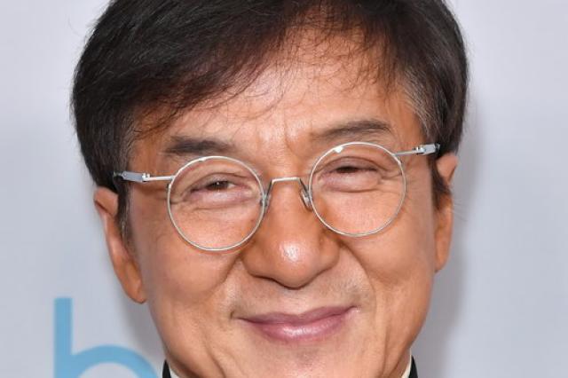 Джеки Чан пообещал миллион юаней за лекарство от коронавируса