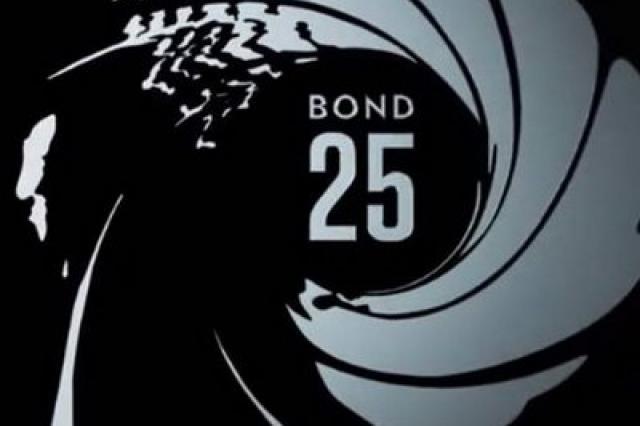 Монетный двор Великобритании выпустил самую большую монету в честь нового фильма о Бонде