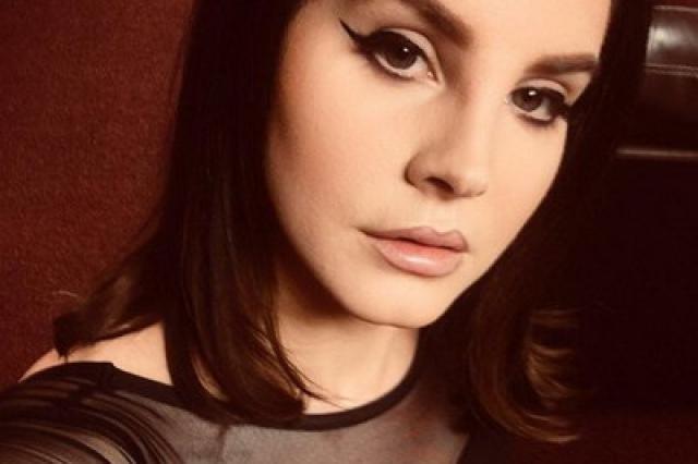 Лана Дель Рей анонсировала альбом и ответила на обвинения в гламуре