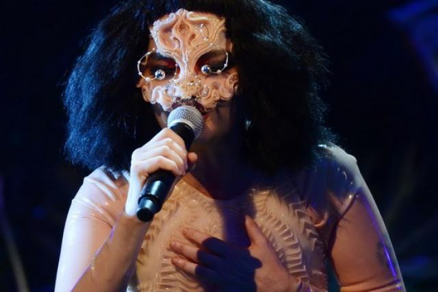 Концерт Бьорк в Москве перенесен на год