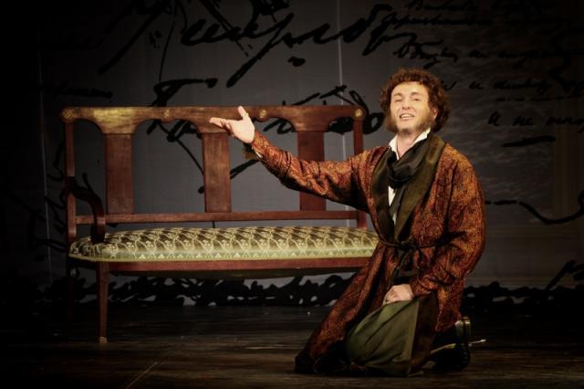 «И долго буду тем любезен я народу, что чувства добрые я лирой пробуждал…» - спектакль «Пушкин» в Московском Губернском театре