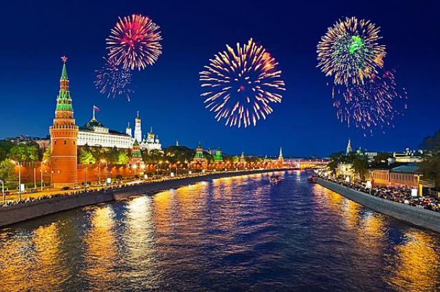Фейерверки и салюты в столице в честь Дня Победы запустят с 35 площадок