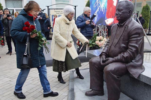 В Самаре открыли первый в России памятник Эльдару Рязанову