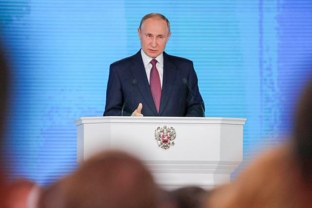 Путин предложил ввести программу строительства культурных комплексов в регионах