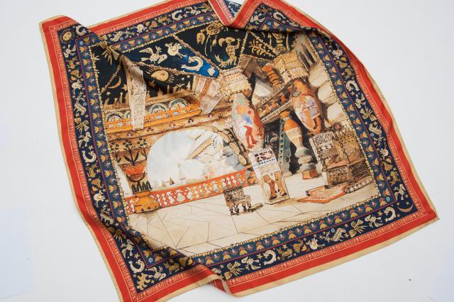 Картины Кандинского и Бакста появились на платках Третьяковки и Radical Chic