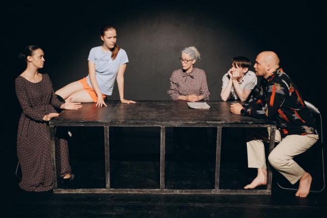 В Театре.doc состоятся премьерные показы спектакля «Выбрать троих»