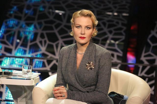 Рената Литвинова заглянет на Первый канал «На ночь глядя»