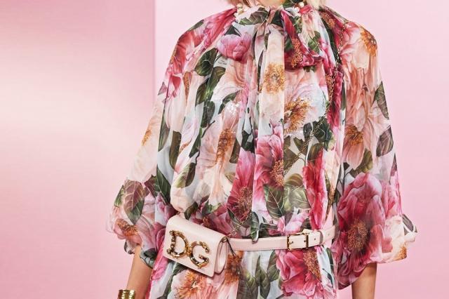 Ода женской красоте и силе: бело-розовые камелии Dolce & Gabbana