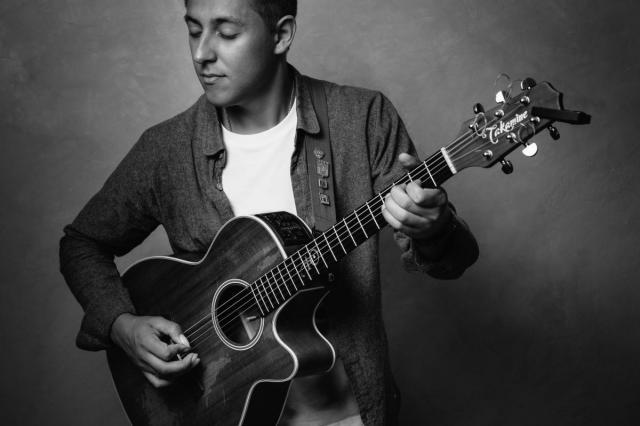 Юрий Полежаев: «Для гитариста важен маникюр»