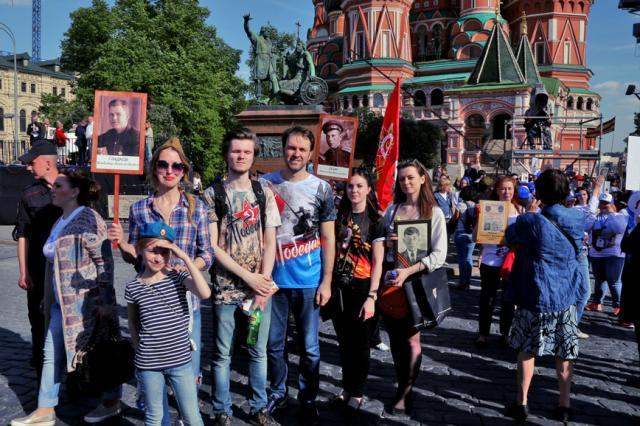 Светлой памяти река! В Москве прошла акция  «Бессмертный полк»