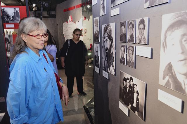Марина Влади посетила музей Высоцкого в Екатеринбурге
