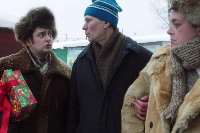 Антон Эльдаров, Фёдор Лавров и Светлана Колпакова — в новогодней комедии «Гаражный папа»