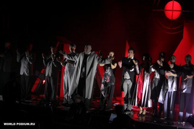 «Я знаю - солнце померкло б, увидев наших душ золотые россыпи!», - премьера городского мюзикла «Маяковский» в Театре Луны