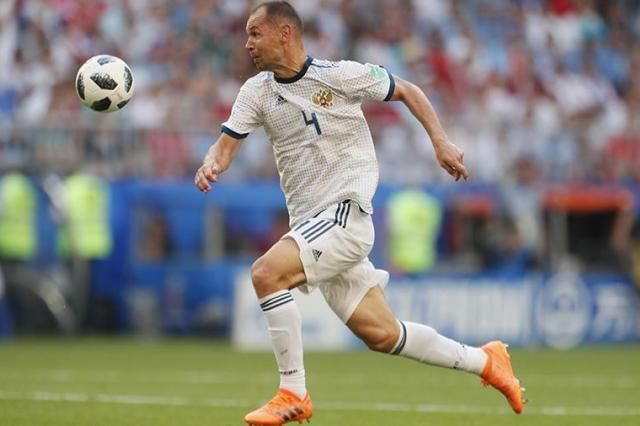 Футболист сборной России Сергей Игнашевич объявил о завершении карьеры