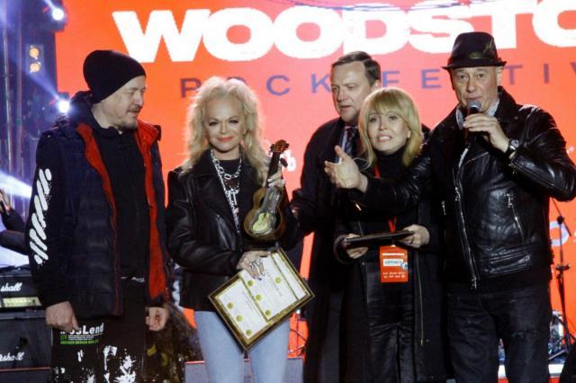 Лариса Долина получила почетную награду Russian Woodstock