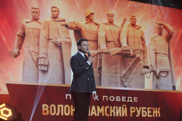 Евгения Добровольская, Александр Олешко и Елена Харламова в праздничном концерте «Песни Победы»