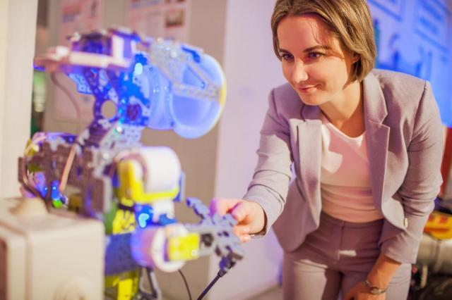 """Международный форум """"Роботы против COVID-19"""" прошел в Москве"""