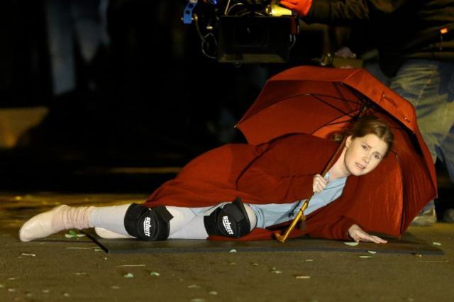 Эми Адамс на съёмках триллера «Женщина в окне»