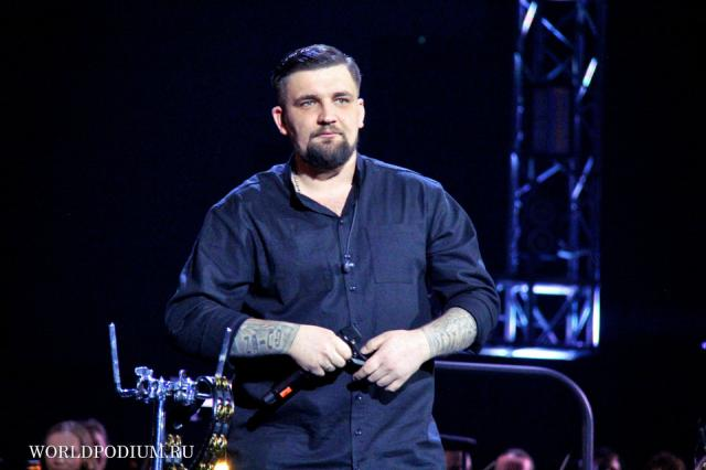Работу Ледового дворца Санкт-Петербурга приостановили из-за нарушений на концерте Басты