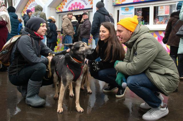 Благотворительная акция в пользу приюта для собак прошла на ВДНХ в последний день Масленицы