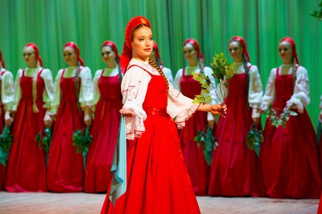 Ансамбль «Берёзка» представит программу «Защитникам Отечества посвящается» на сцене Дома музыки