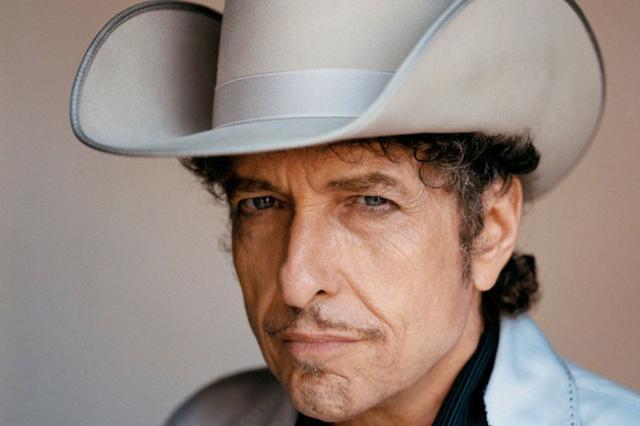 Боб Дилан стал первым рок-музыкантом, получившим Нобелевскую премию в области литературы