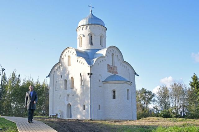 В Рождественскую ночь прошло богослужение в церкви Николы на Липне