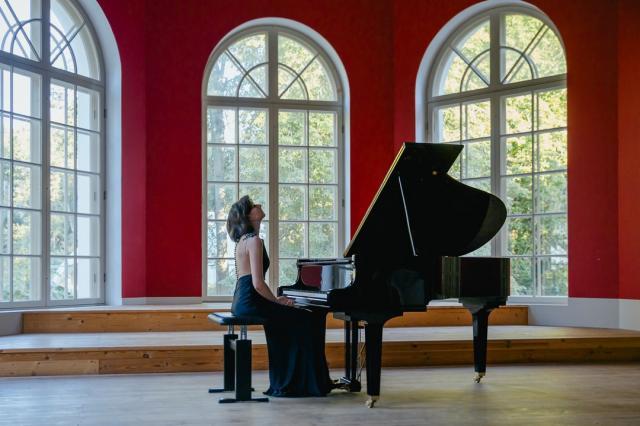 Пианистка Елена Тарасова открывает серию концертных выступлений