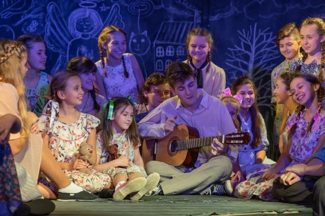 Спектакль детской студии театра Российской Армии «Когда-нибудь закончится война»