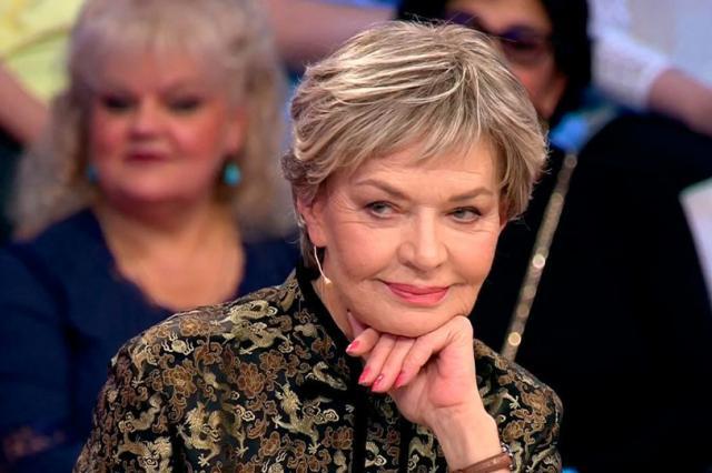 Людмила Чурсина в премьере спектакля «Осенняя история»