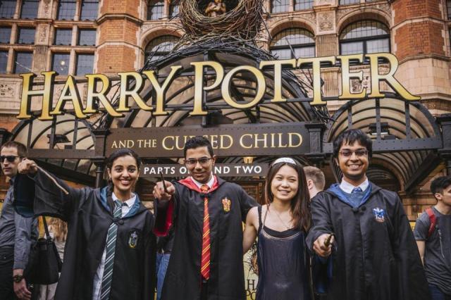 Новая книга о Гарри Поттере поступила в продажу
