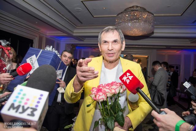 Бари Алибасов широко отметил юбилей