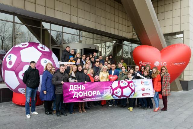 Футбольный День донора LG и «Эльдорадо» с Денисом Глушаковым и Артемом Ребровым