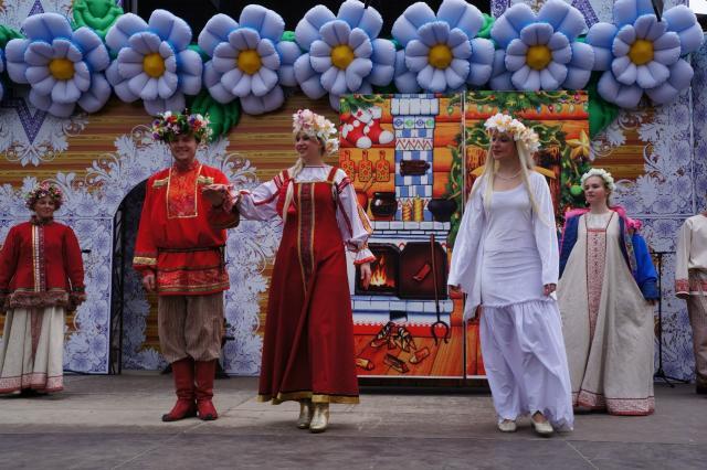 Гостей Московской усадьбы Деда Мороза ждёт много сюрпризов в День семьи, любви и верности