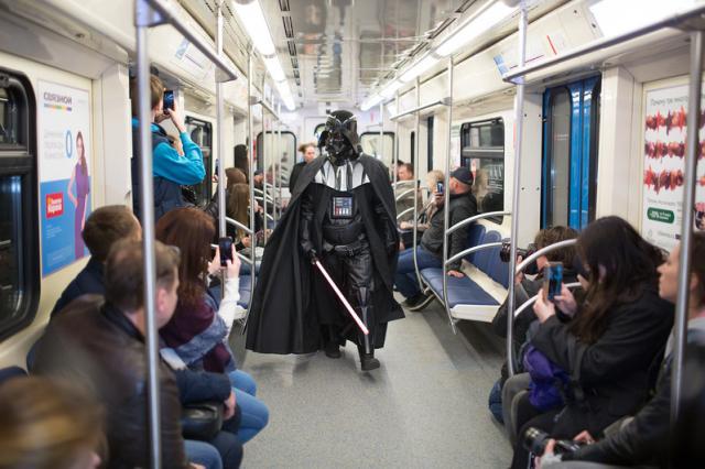 День звездных войн отметили в московском метро