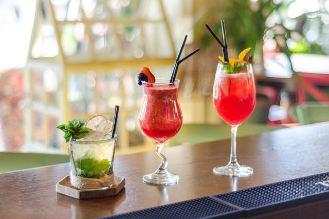 Летние напитки в ресторане «Птицы и Пчёлы»