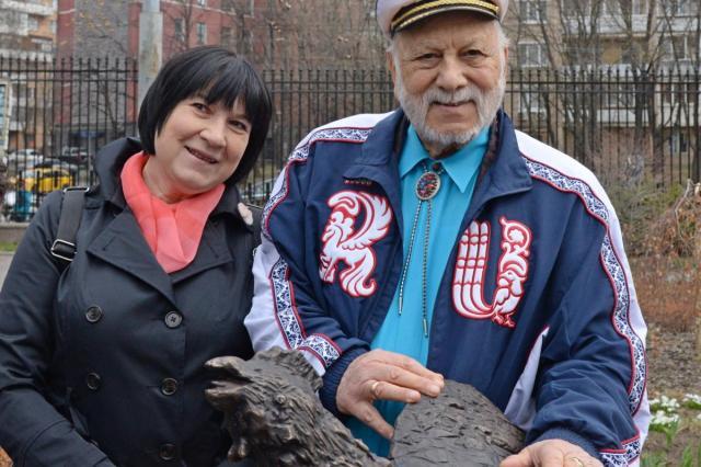 В московском зоопарке появился памятник Курочке Рябе