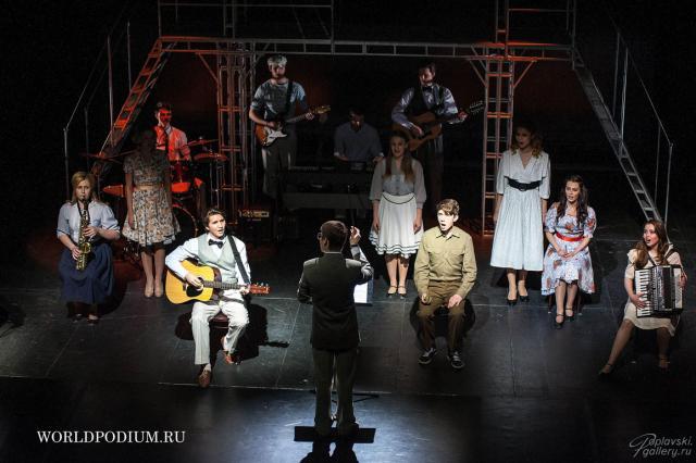 «Певчие дрозды» вдохновенно впорхнули со студенческой скамьи на профессиональную сцену: «В этом милом старом доме» на сцене «Вишнёвого сада»