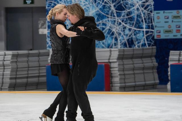 Фоторепортаж с тренировки молодых спортсменов из группы Анжелики Крыловой в Танцах на льду