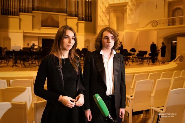 Молодые российские артисты Адам и Дали Гуцериевы выступили со всемирно известным дирижером Кери-Линн Уилсон