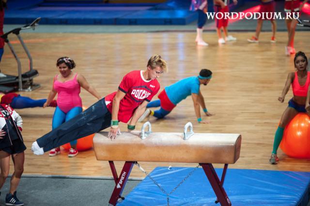 Пробежки под Акунина, а йога — под психологическую литературу: MyBook и FITMOST выяснили, что россияне слушают во время занятий спортом