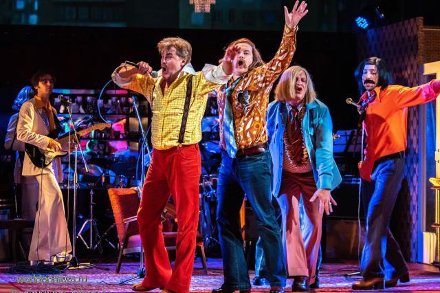 «Не надо печалиться!» - Московский Губернский театр представляет видеоверсию спектакля «Энергичные люди»
