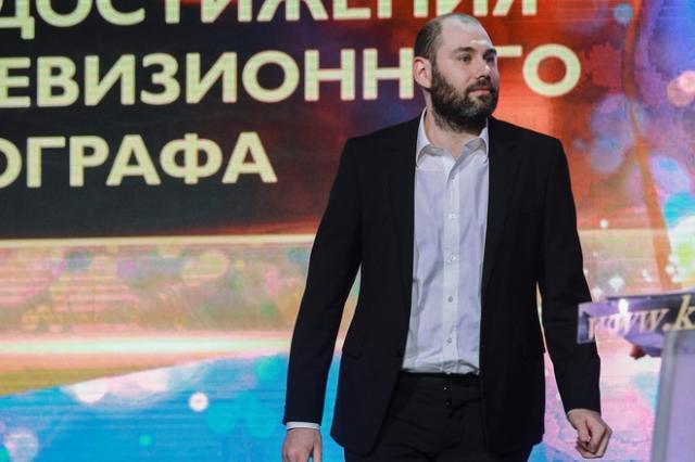 Слепаков спродюсировал сериал о самоизоляции с Бондарчуком и Деревянко