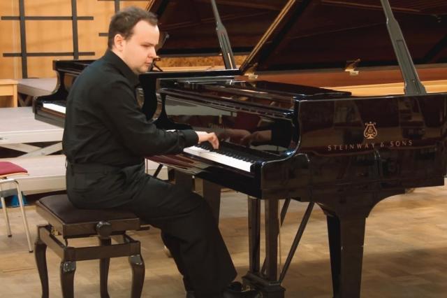 «Гармония чувств»: у студента ИСИ вышел новый сборник сочинений для фортепиано и баяна