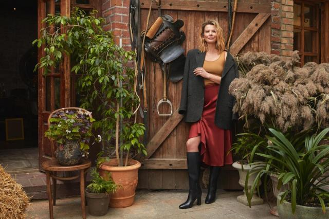 Юлия Высоцкая и «Эконика» выпустила вторую капсульную коллекцию обуви и аксессуаров