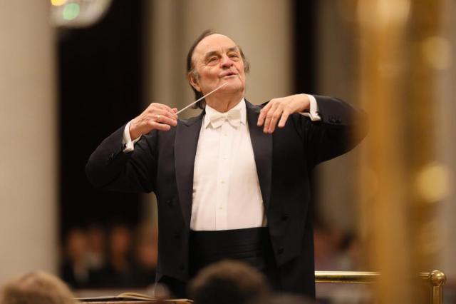 Академический симфонический оркестр филармонии впервые в этом сезоне выступит с приглашенным дирижером оркестра маэстро Шарль Дютуа